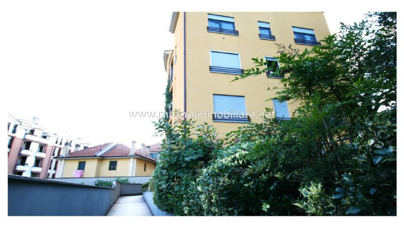 Bilocale Milano Via Santander 13
