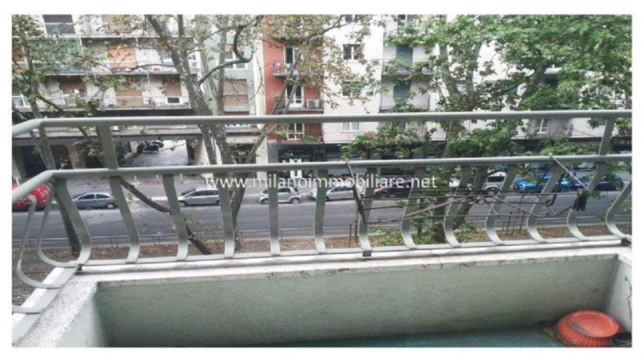 Bilocale Milano Via Cenisio 12