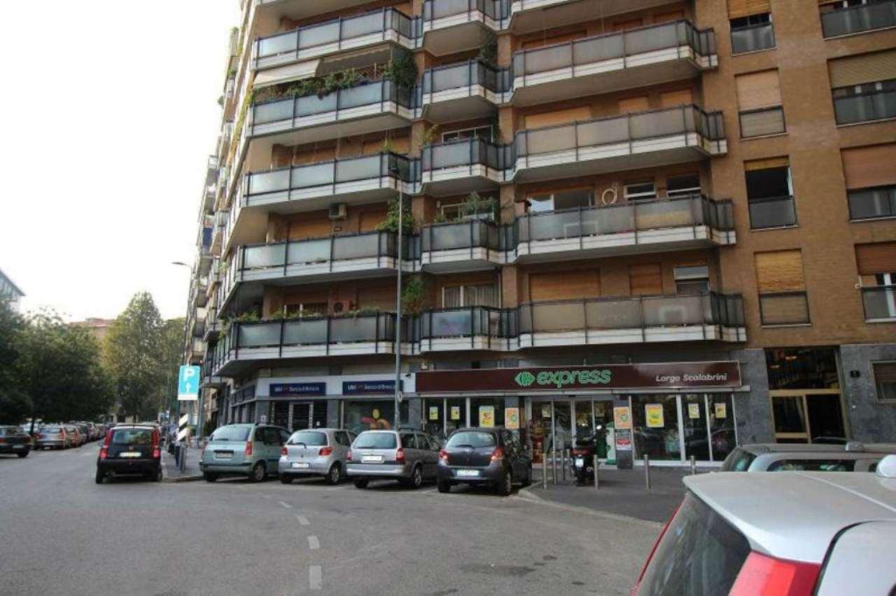 Bilocale Milano Largo Scalabrini 11