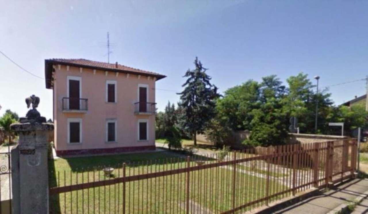Villa in vendita a Arconate, 7 locali, prezzo € 350.000 | Cambio Casa.it