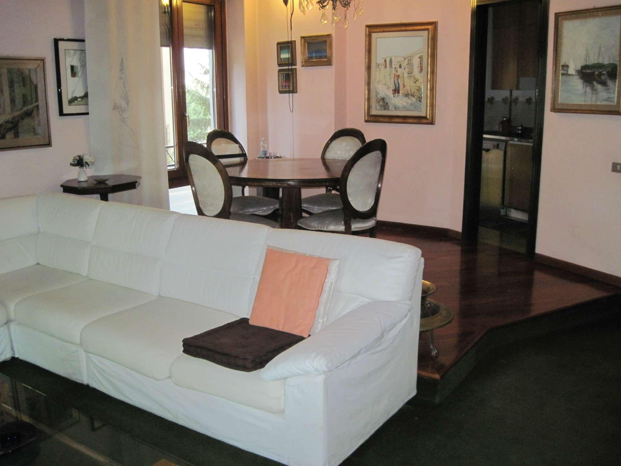 Appartamento in vendita a Cinisello Balsamo, 4 locali, prezzo € 160.000 | CambioCasa.it