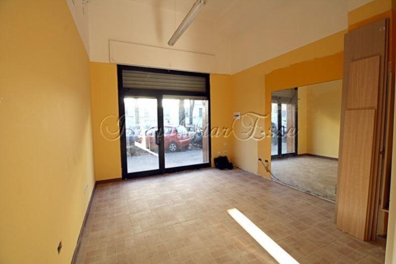 Negozio-locale in Vendita a Milano 18 Ippodromo / San Siro / Zavattari: 2 locali, 50 mq