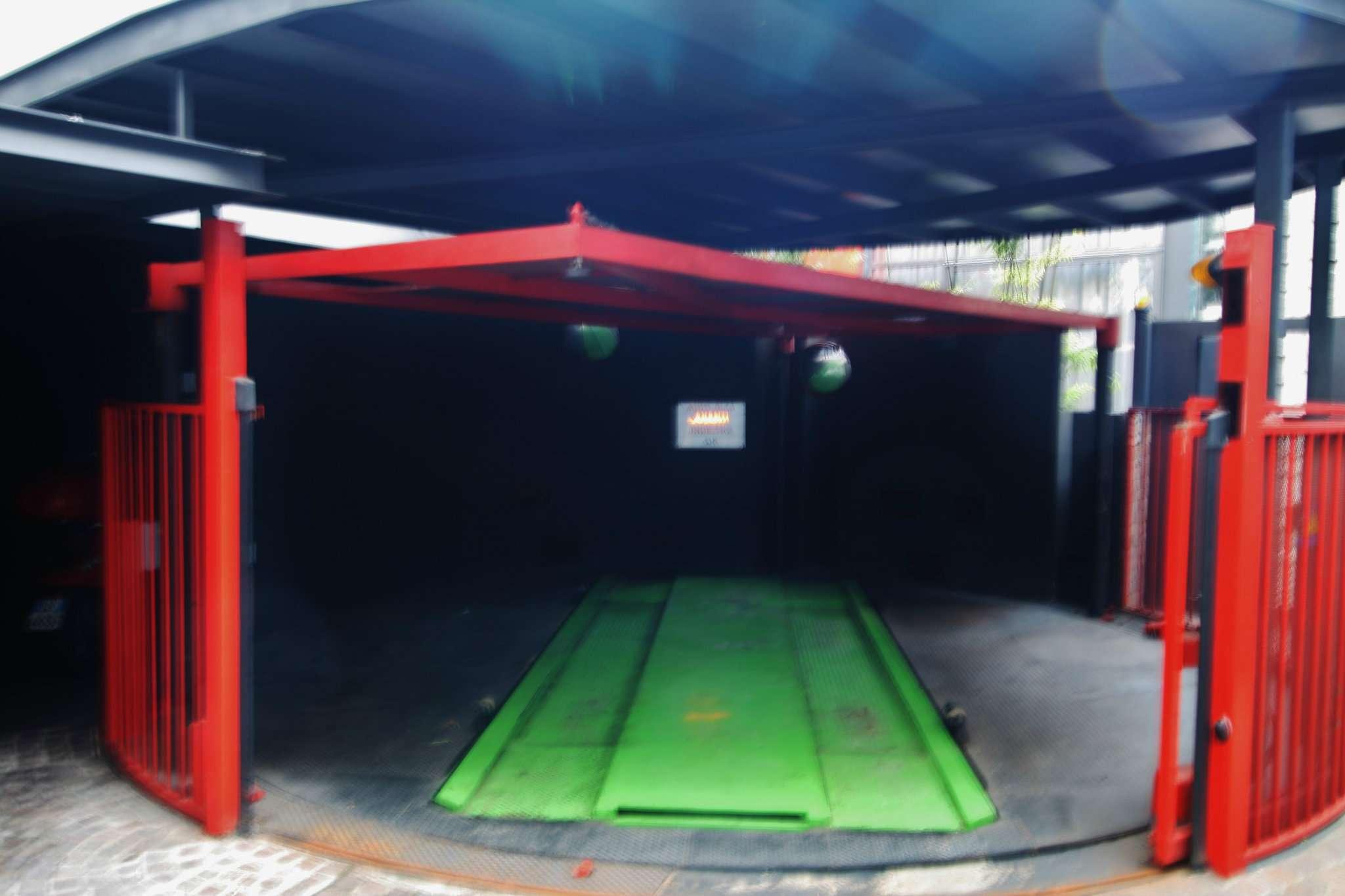 Posto-box auto in Vendita a Milano 06 Italia / Porta Romana / Bocconi / Lodi: 1 locali, 13 mq