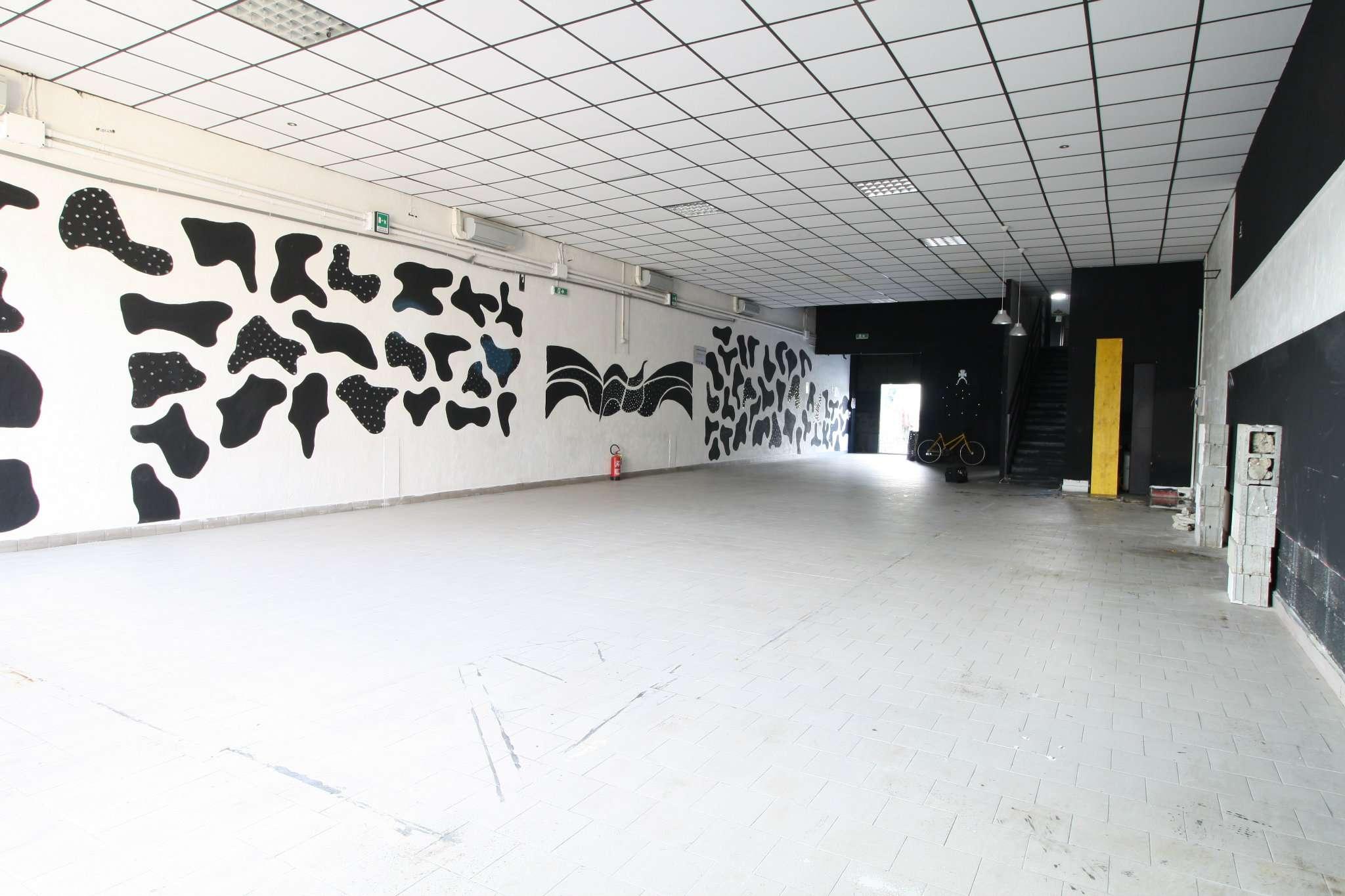 Capannone in Affitto a Rozzano: 5 locali, 250 mq