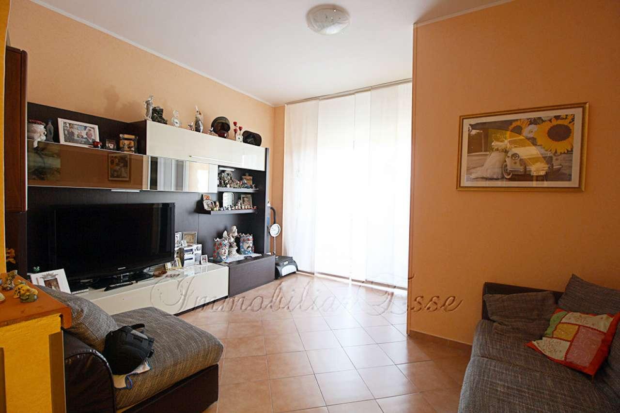 Appartamento in Vendita a Casarile Centro: 3 locali, 92 mq