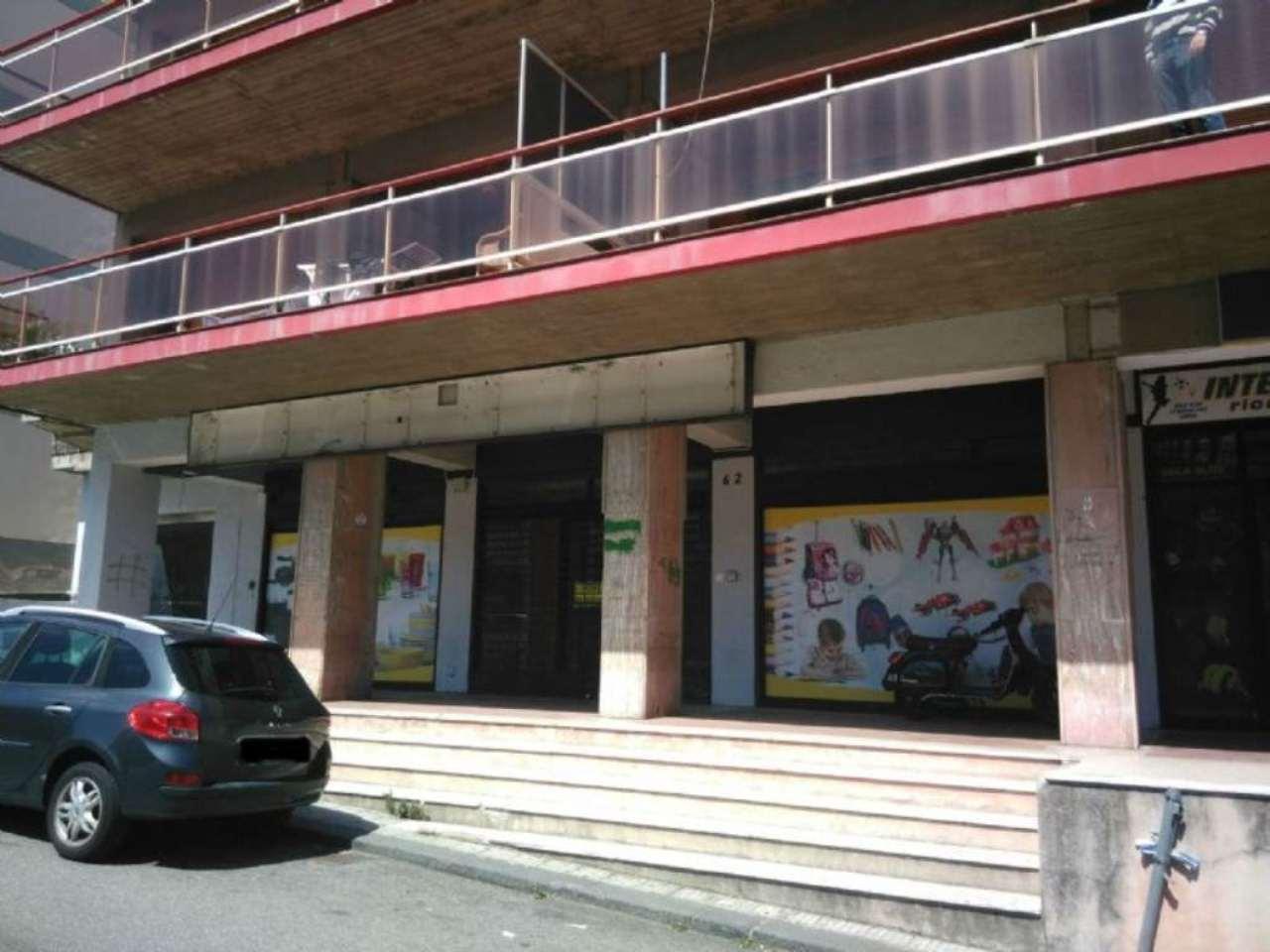Negozio-locale in Affitto a Messina Semicentro Est: 1 locali, 250 mq