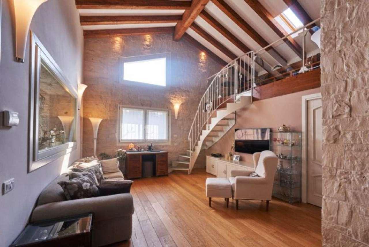 Villa in Vendita a Monza: 5 locali, 370 mq