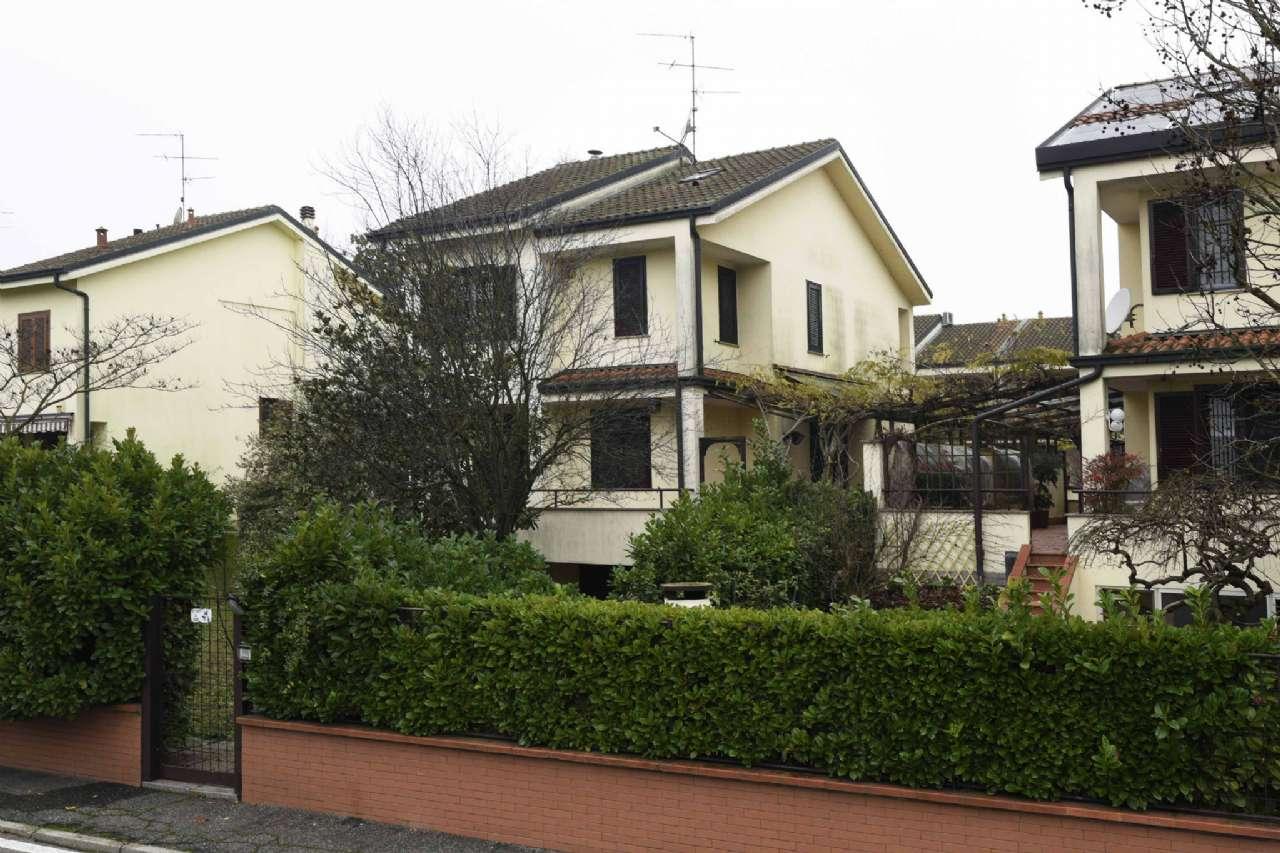 Villa in Vendita a Basiglio: 5 locali, 280 mq