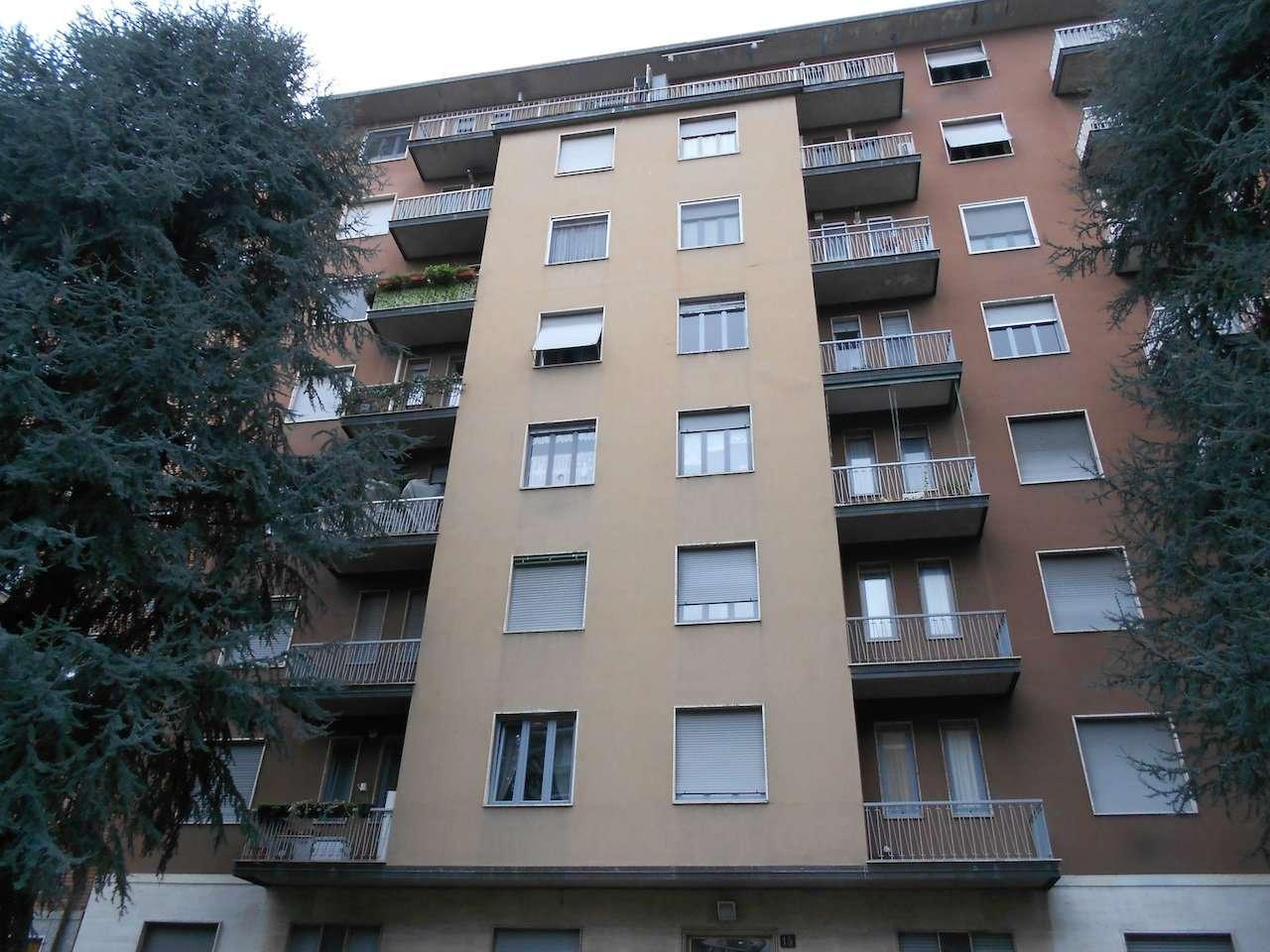 Appartamento in Vendita a Milano 25 Cassala / Famagosta / Lorenteggio / Barona: 2 locali, 60 mq
