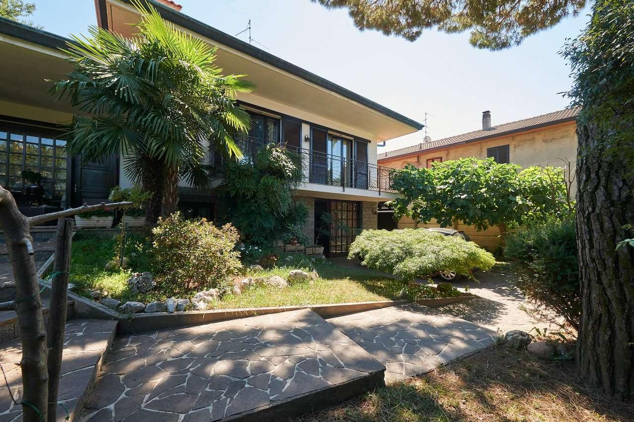Villa in Vendita a Castellanza: 5 locali, 350 mq