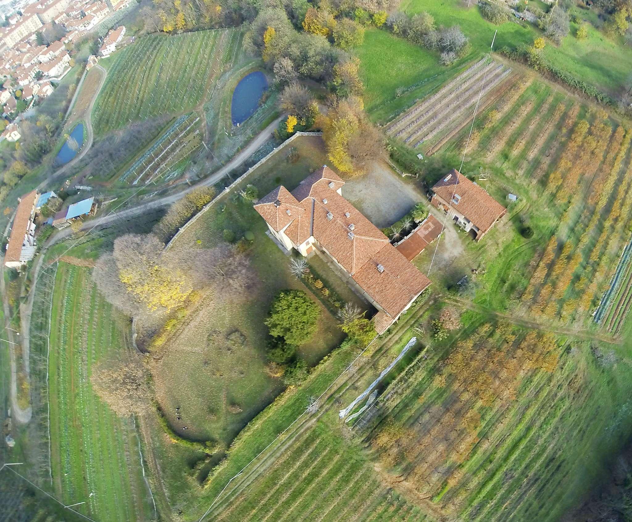 Foto 1 di Villa via SAN ROCCO  117, Saluzzo