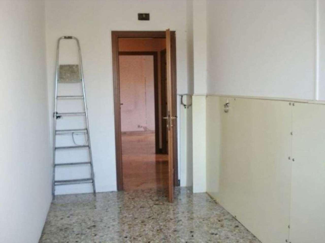 Bilocale Milano Via Abetone 6