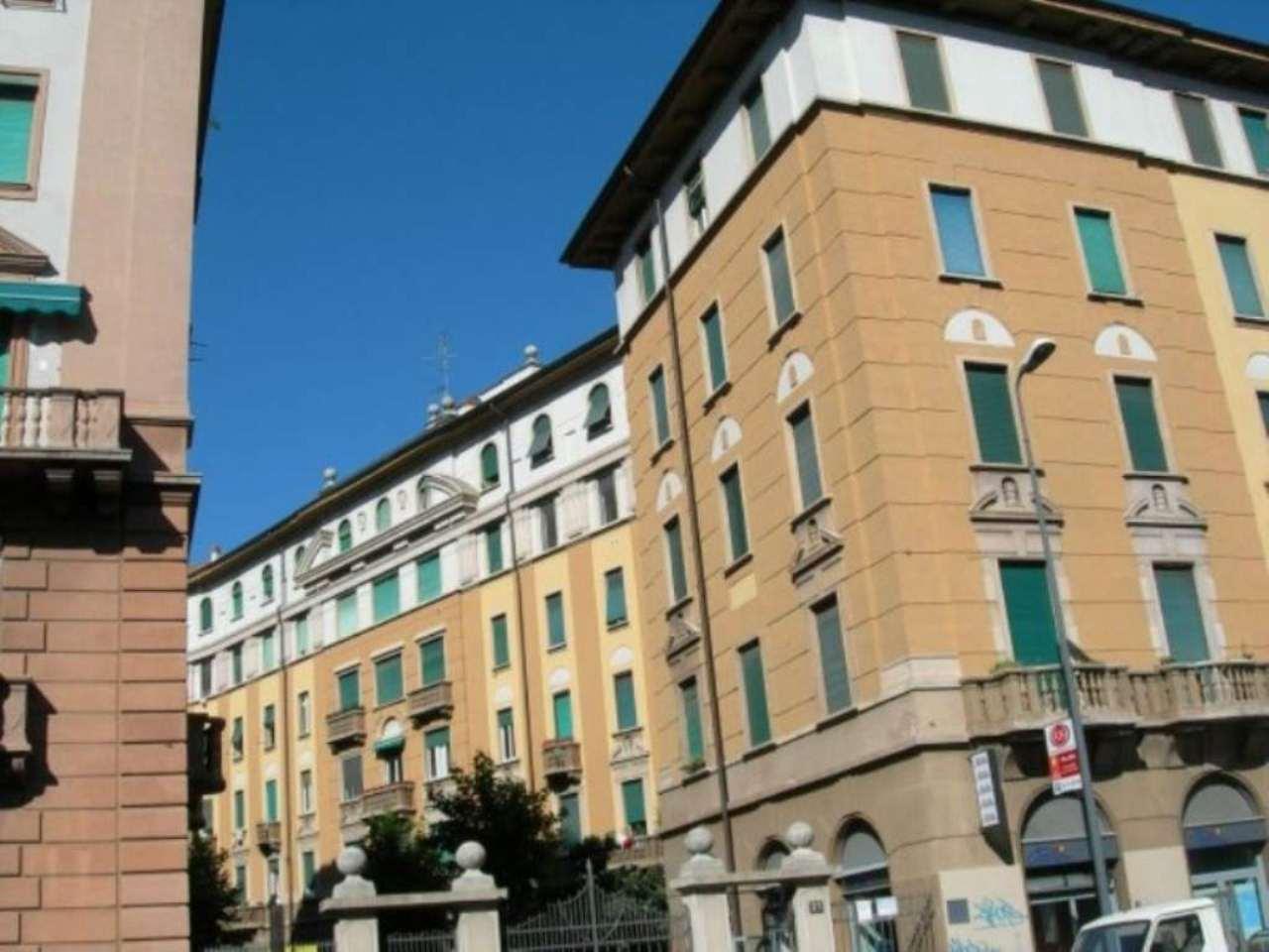Bilocale Milano Via Tertulliano 1