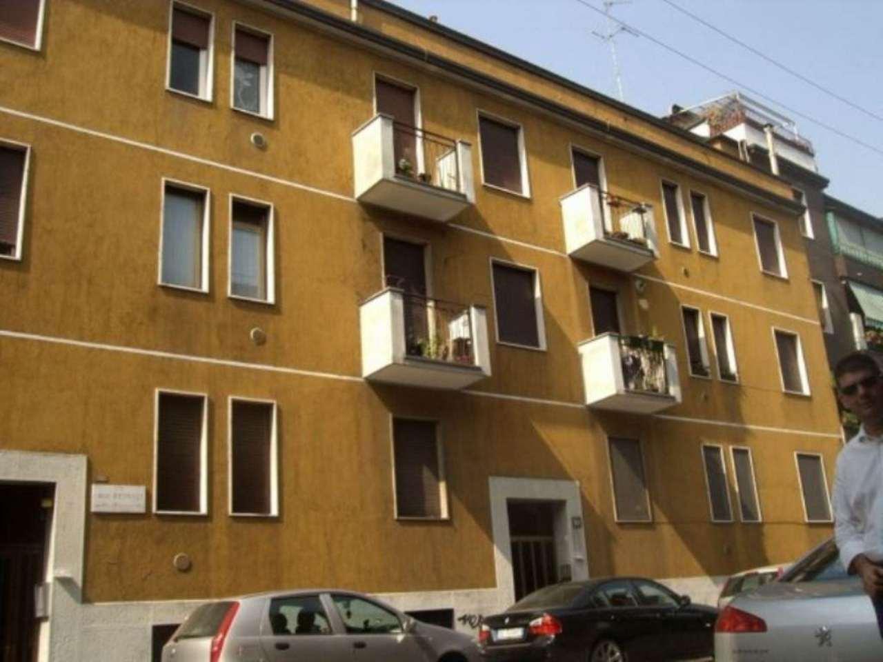 Bilocale Milano Via Luigi Resnati 1
