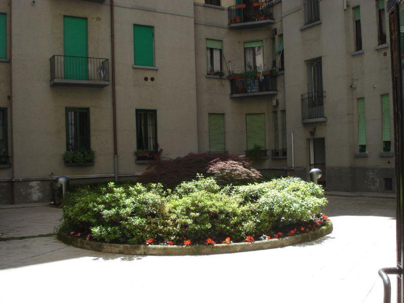 Bilocale Milano Via Gaetano Strigelli 2