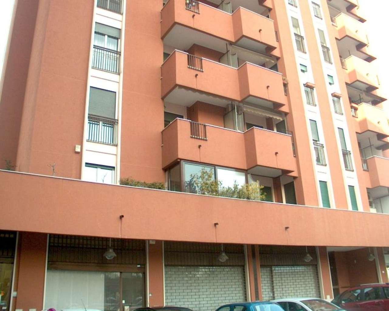 Negozio / Locale in vendita a Segrate, 6 locali, prezzo € 350.000 | CambioCasa.it