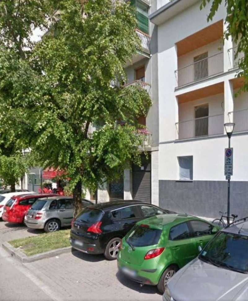 Bilocale Milano Via Monte Cimone 9