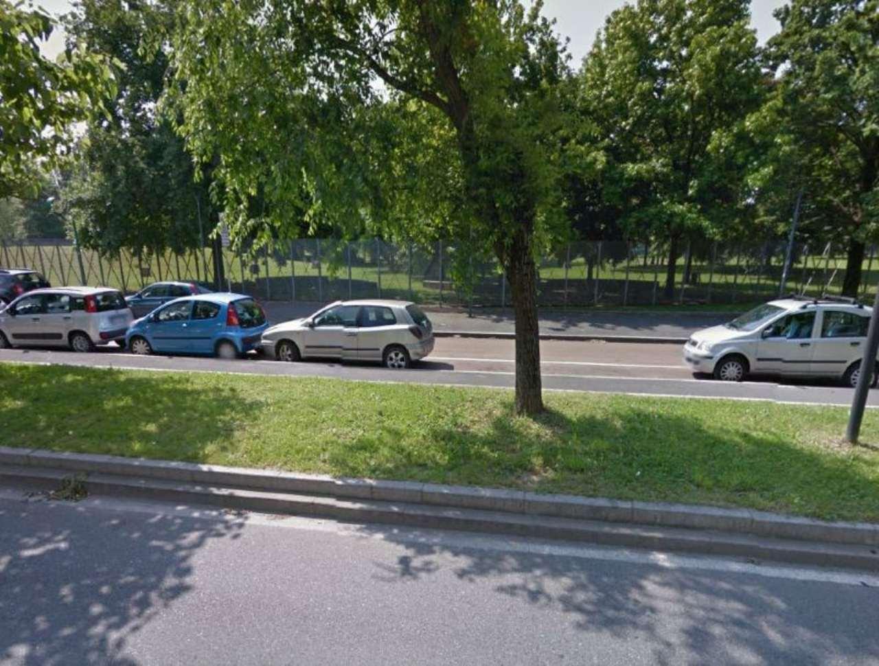 Bilocale Milano Via Monte Cimone 8