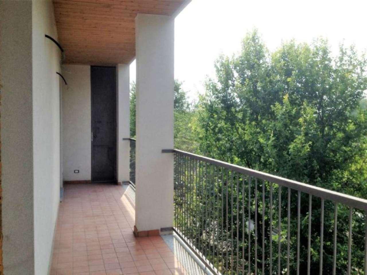 Bilocale Milano Via Monte Cimone 12
