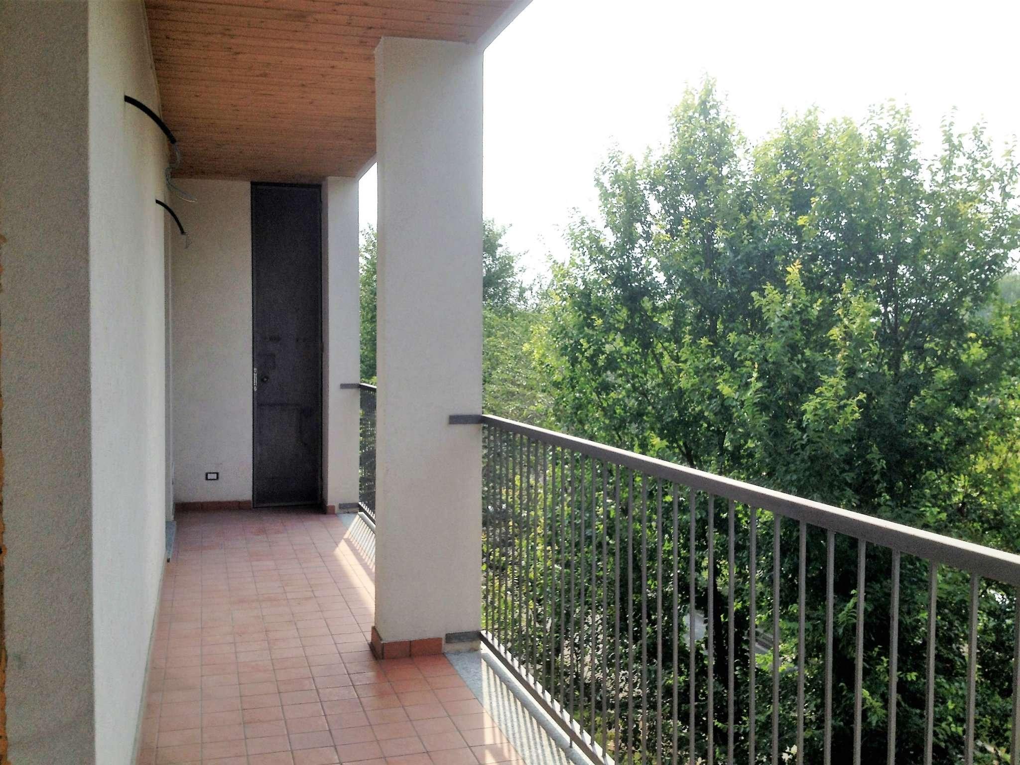 Bilocale Milano Via Monte Cimone 11