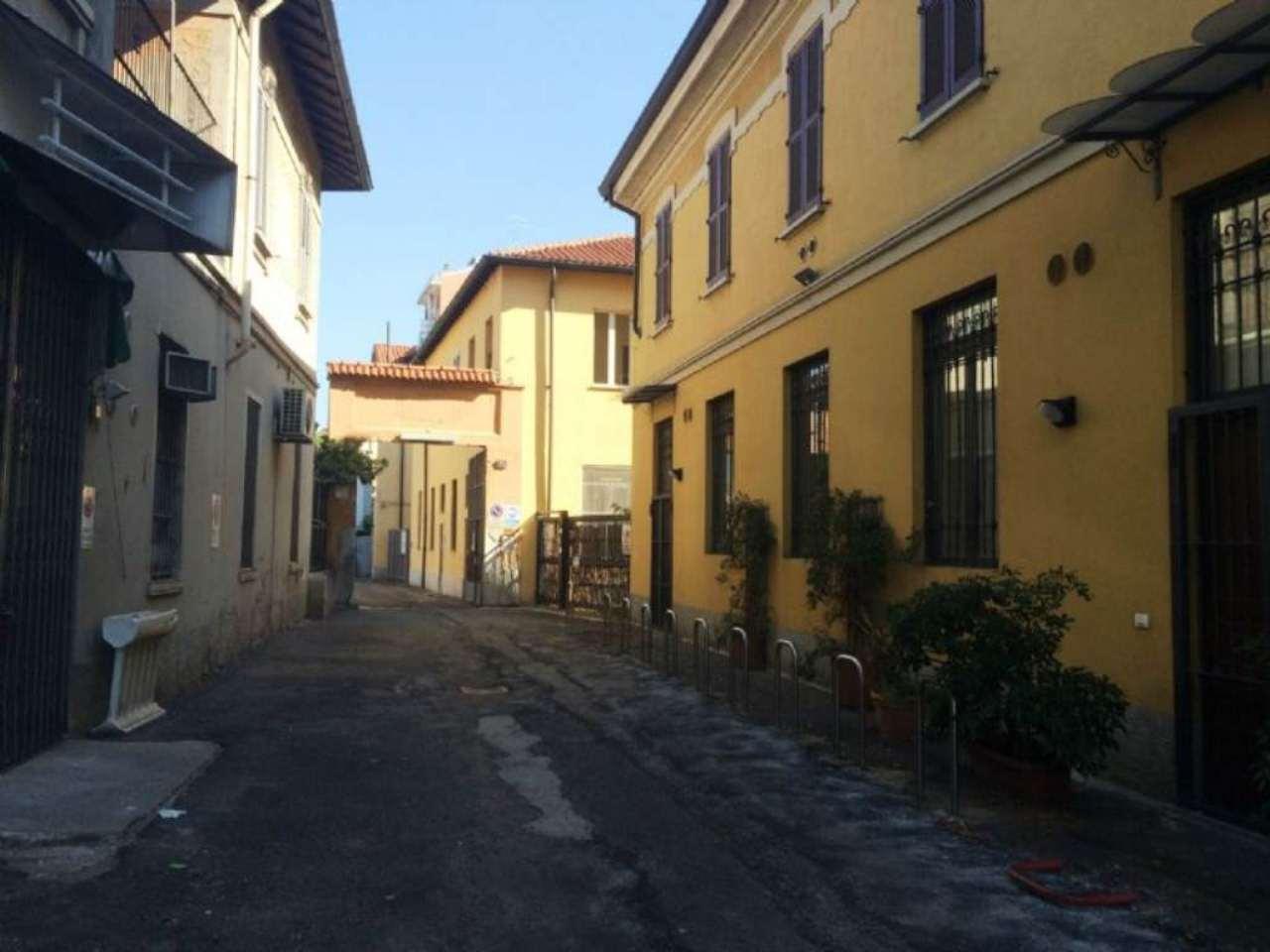 Bilocale Milano Via Ascanio Sforza 1