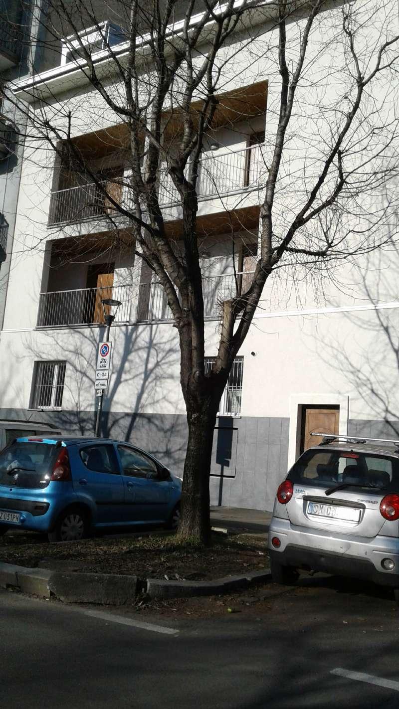 Bilocale Milano Via Monte Cimone 4