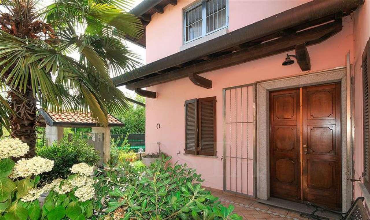 Villa in vendita a Magenta, 8 locali, prezzo € 370.000 | CambioCasa.it