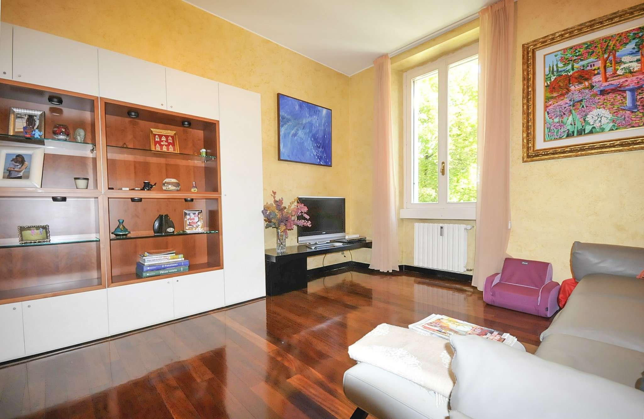 Appartamento in vendita 3 vani 110 mq.  Via Panfilo Castaldi Milano