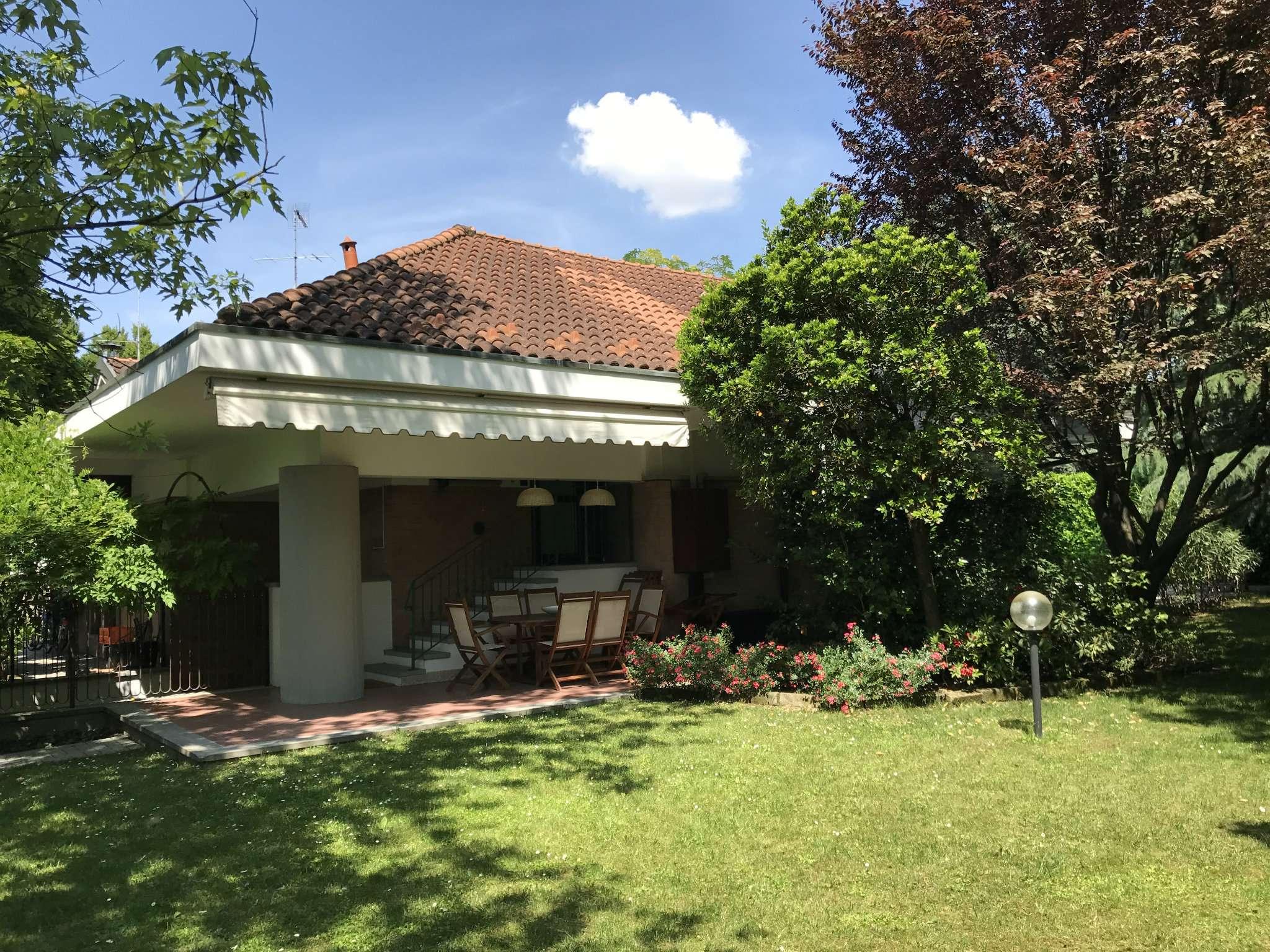 Villa in vendita a Peschiera Borromeo, 5 locali, prezzo € 665.000   Cambio Casa.it