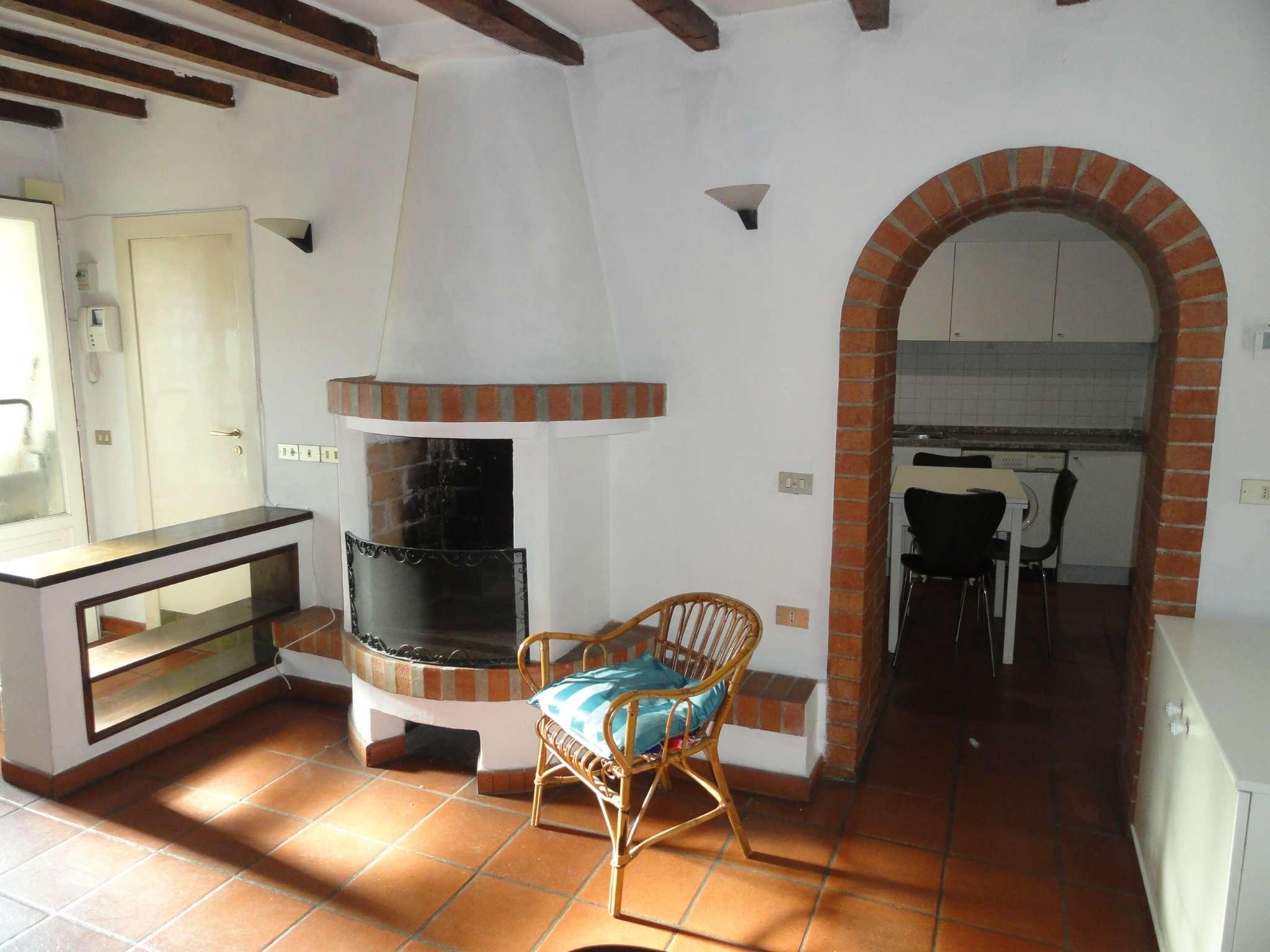 Appartamento in affitto a milano via meravigli trovocasa for Appartamento design affitto milano