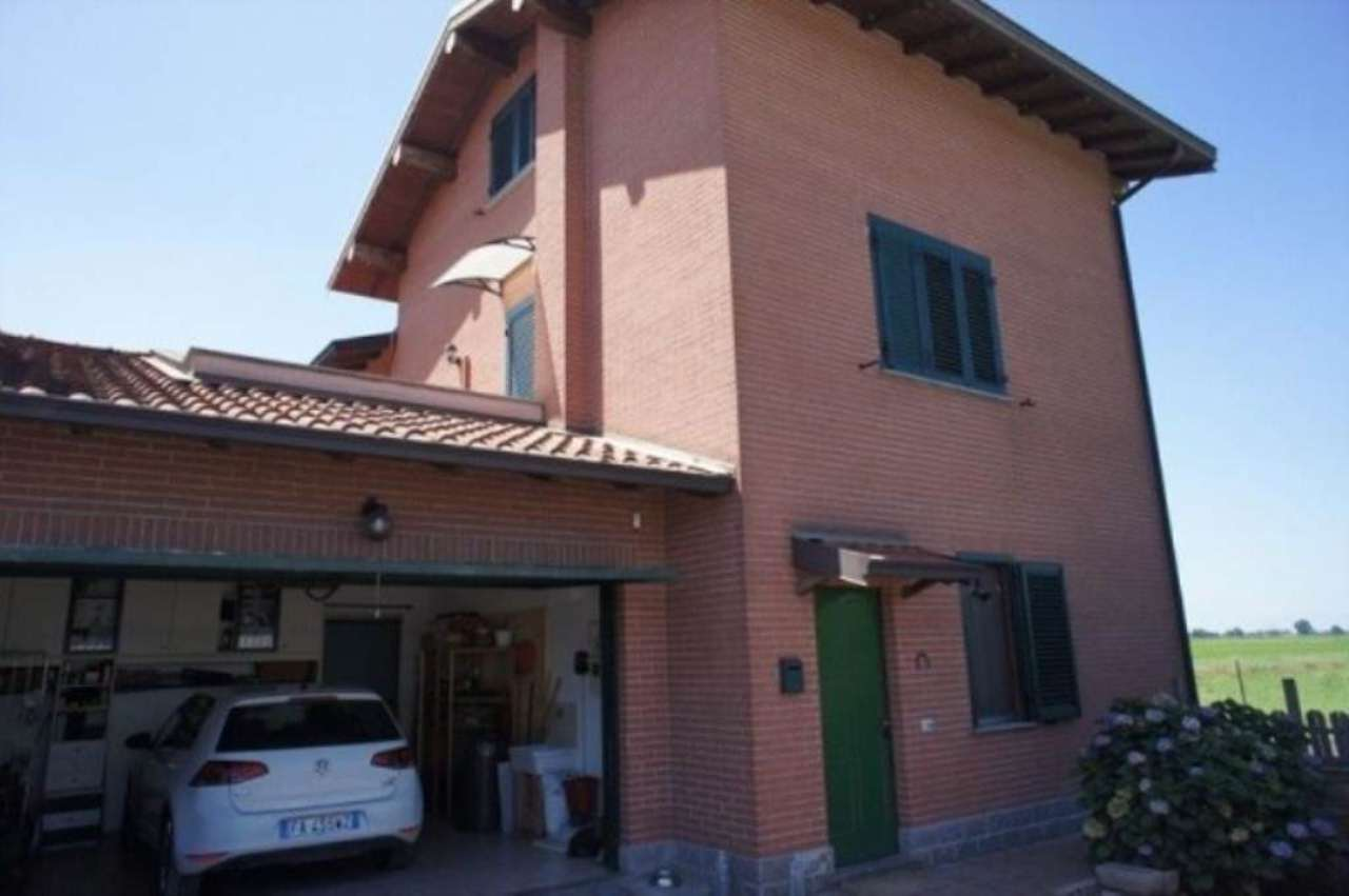 Villa in vendita a Torre d'Arese, 6 locali, prezzo € 270.000 | Cambio Casa.it