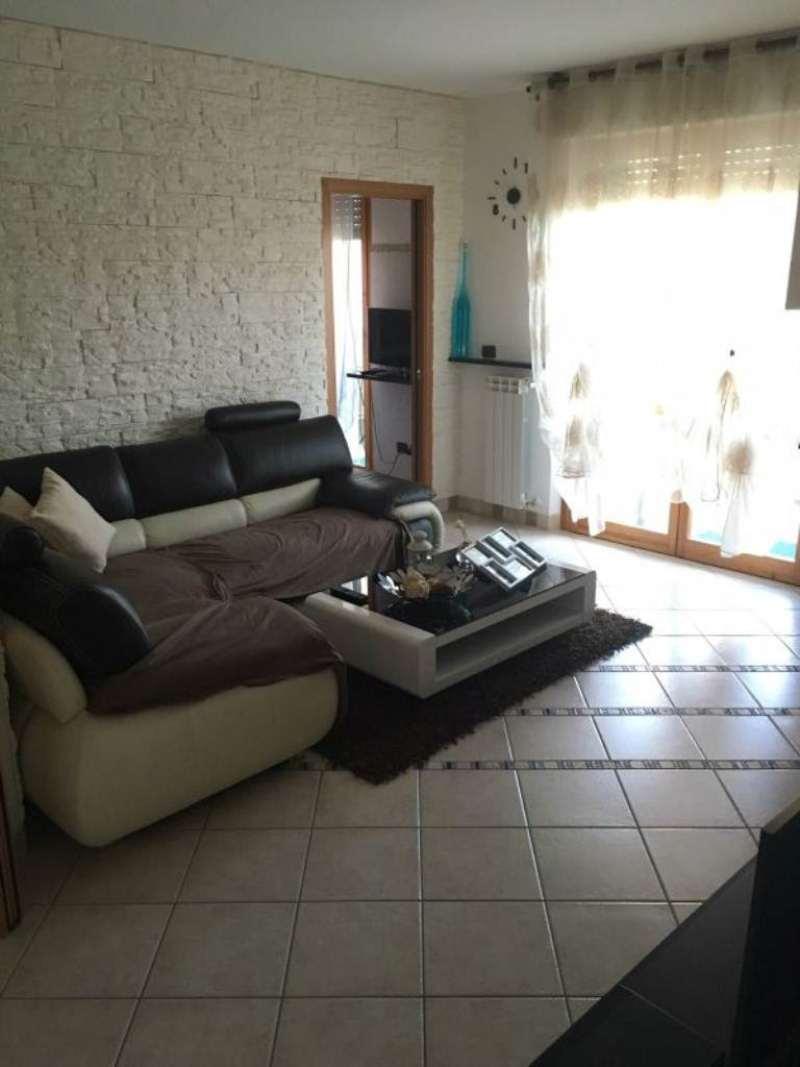 Appartamento in vendita a Solaro, 4 locali, prezzo € 197.000 | Cambio Casa.it