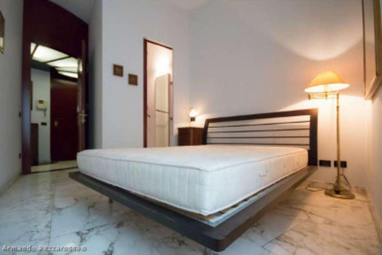 Bilocale Milano Via Monte Leone 4