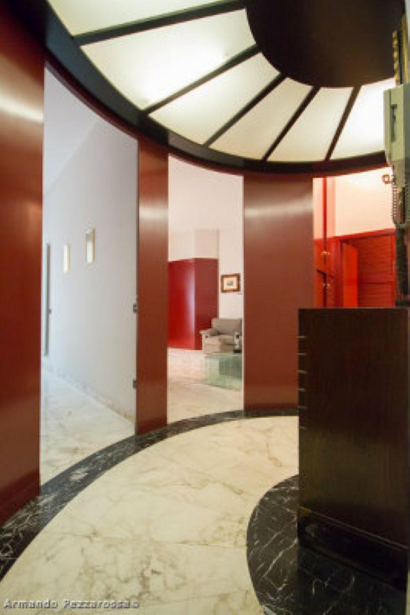 Bilocale Milano Via Monte Leone 10
