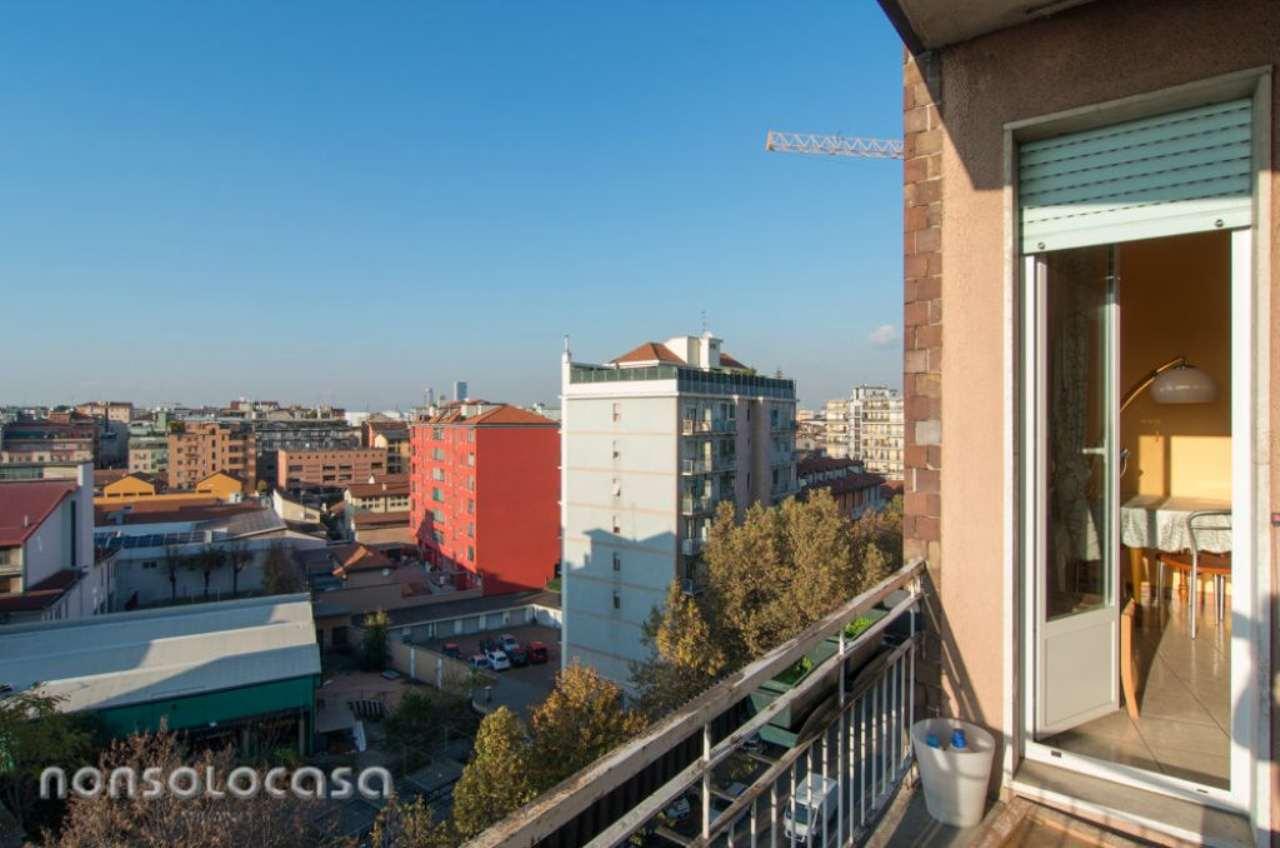 Bilocale Milano Via Cassala 12