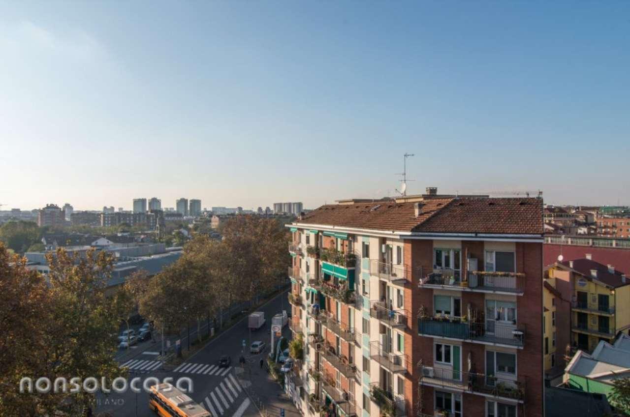 Bilocale Milano Via Cassala 13