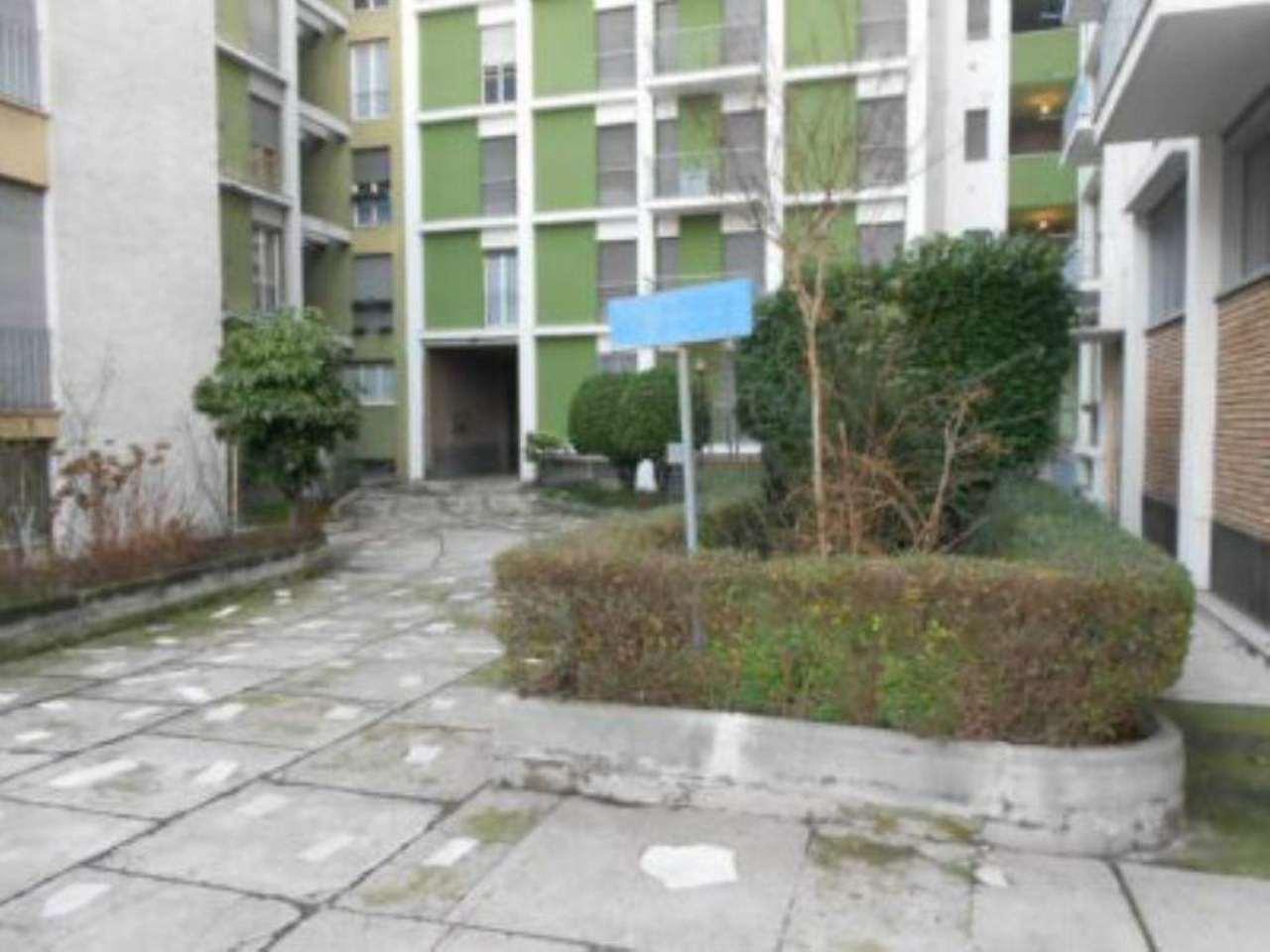 Bilocale Milano Via Assab 3
