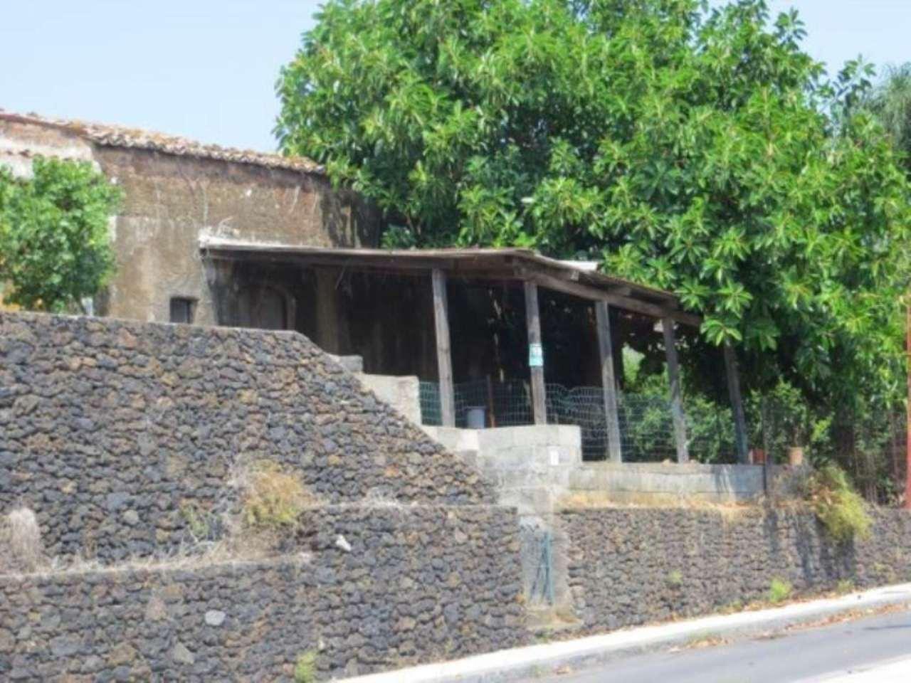 Rustico in Vendita a San Giovanni La Punta: 5 locali, 400 mq