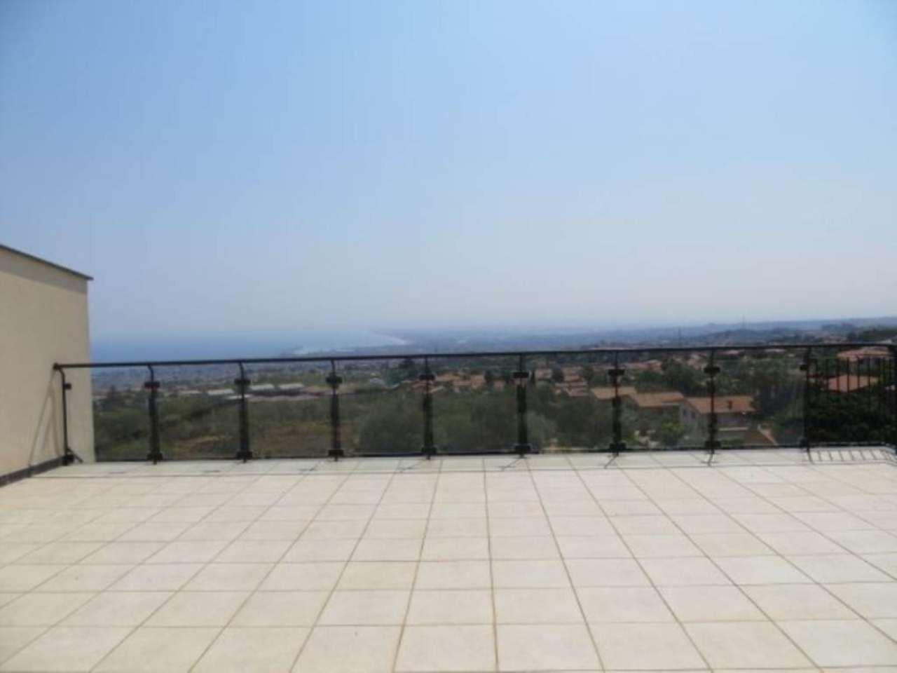 Loft open space in Vendita a San Giovanni La Punta: 5 locali, 500 mq