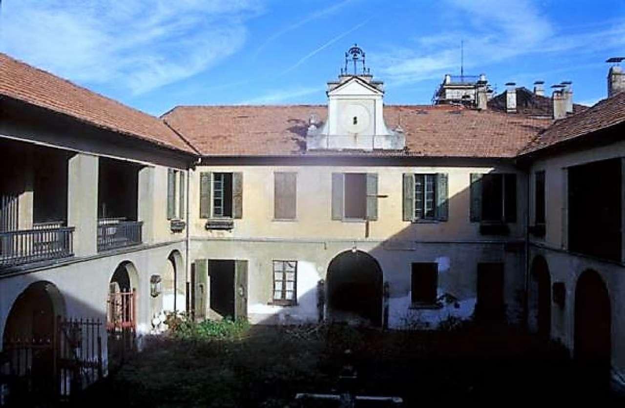 Palazzo in Vendita a Buscate Centro: 5 locali, 2500 mq