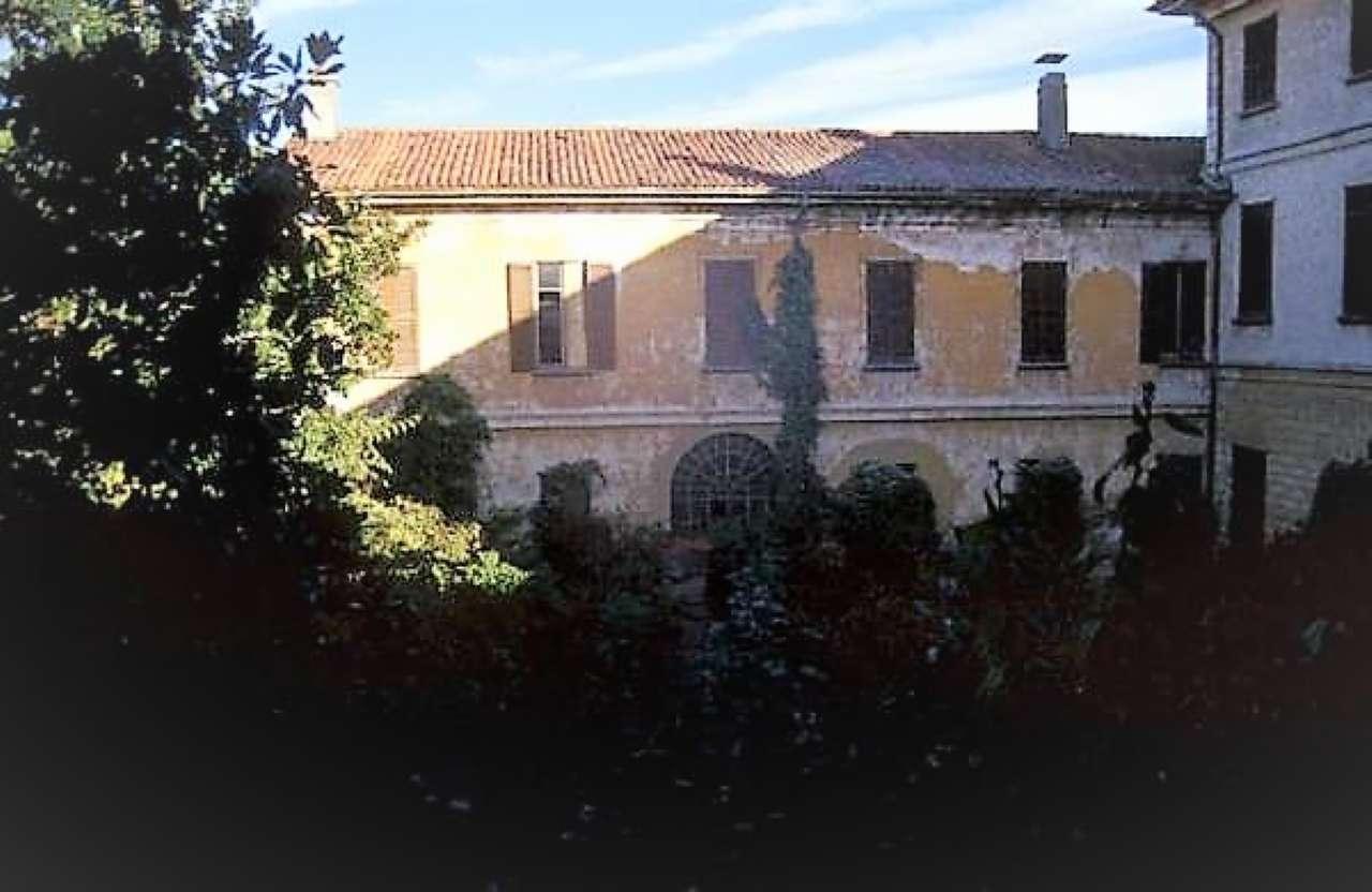 Foto 2 di Palazzo Storico via San Pietro, Buscate