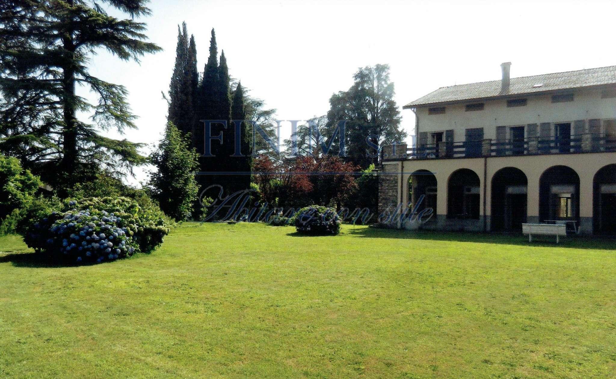 Villa in Vendita a Albavilla Centro: 1000 mq