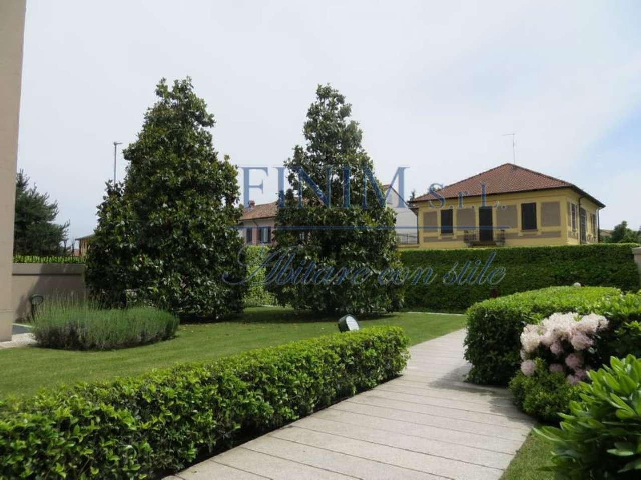 Villa in Vendita a Magenta: 5 locali, 800 mq
