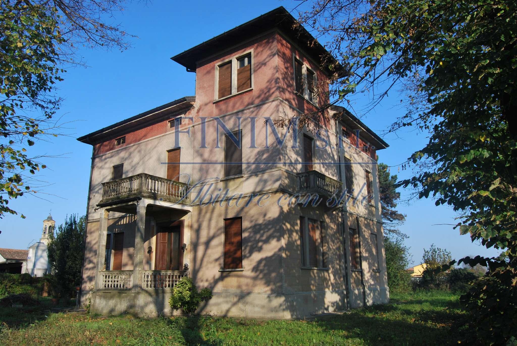Villa in Vendita a Ricengo: 5 locali, 600 mq