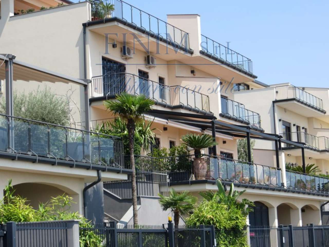Loft open space in Vendita a San Giovanni La Punta: 500 mq