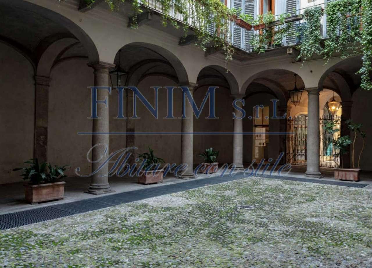 Appartamento in Affitto a Milano 01 Centro storico (Cerchia dei Navigli): 5 locali, 215 mq