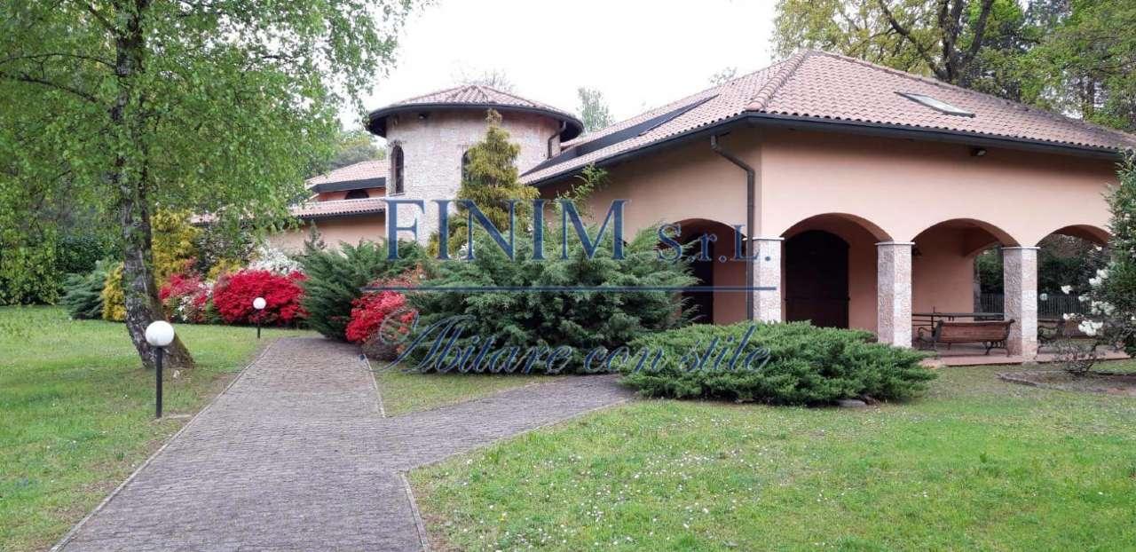 Villa in Vendita a Guanzate: 5 locali, 850 mq