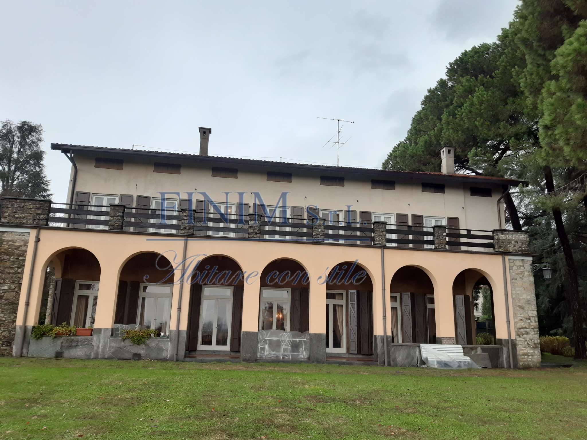 Villa in Vendita a Albavilla: 5 locali, 1000 mq