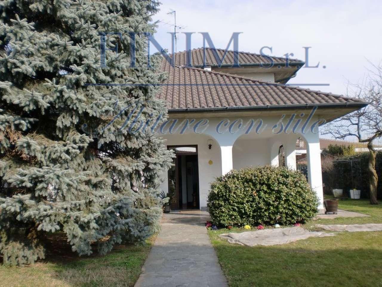 Villa in Vendita a Burago Di Molgora: 5 locali, 500 mq