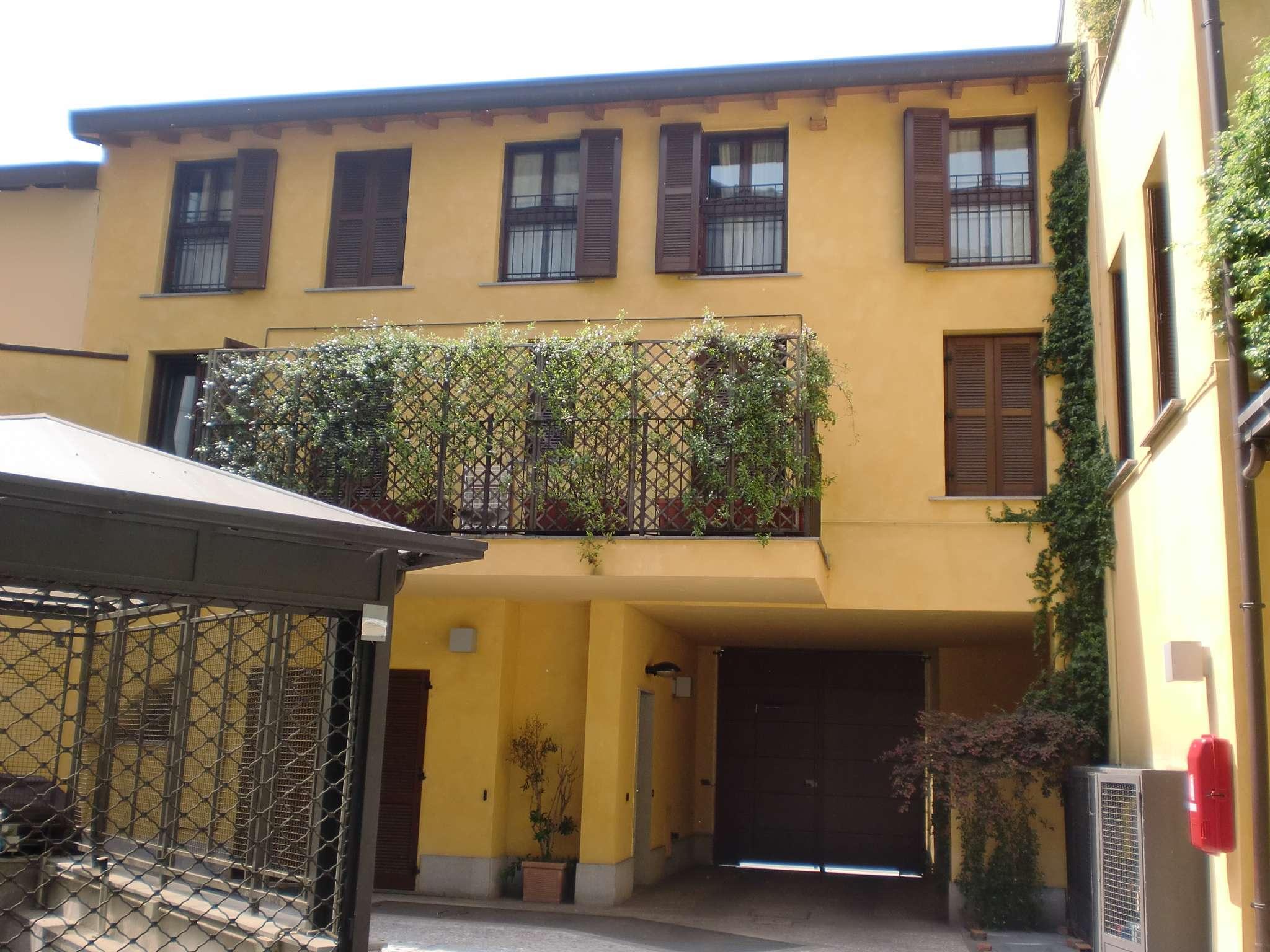 Appartamento in Affitto a Milano 01 Centro storico (Cerchia dei Navigli): 3 locali, 90 mq